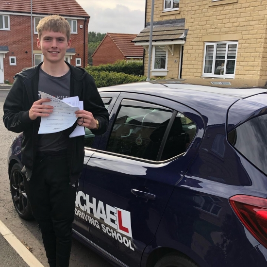 Great drive from Dominic Smith today! He's just passed his test at the FIRST ATTEMPT and only 1 minor for a mirror check! Well done Dom! I can't take all the credit thought, his dad done the hard work through lockdown 👌🏻