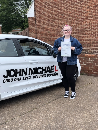 A Smoooooth drive from Lucy Tate today!! She's just smashed 🥊🥊 her driving test at the FIRST ATTEMPT 😀with me!! And only 4 minors Well done lucy! Call us and be next on 0800 043 2242!