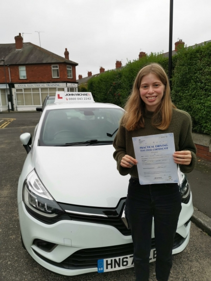 Great drive from Elen Carter today! She's just passed 1st time with only  3 minors at Gosforth test centres with her instructor Rob Stephenson!