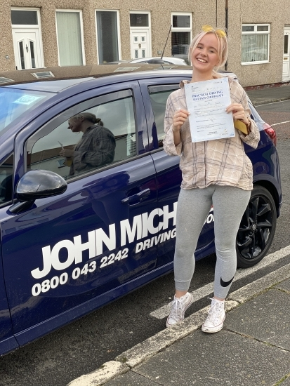 AMAZING driving from Lucy Brooks today! After all the stress of having to wait for 6 months due to lockdown she's just smashed 🥊🥊 her driving test!! Well done Lucy!