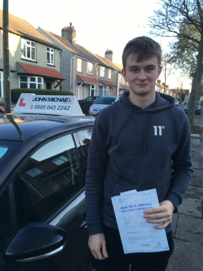 Great drive from Daniel Bell today. He's just smashed his test at the first attempt! Well done! Daniel passed with our instructor Gavin Hudd. Call us and be next on 0800 043 2242