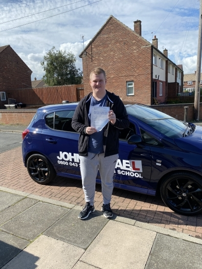 The perfect drive from Lennon Scott today! After starting in 2018, 5 cancellations with Covid and waiting 17 months for a test, he's passed with Zero minors!! Well done Lennon!!