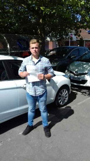 A great pass for Harry with just 3 minor faults on his first attempt with Martin´s Driving School.