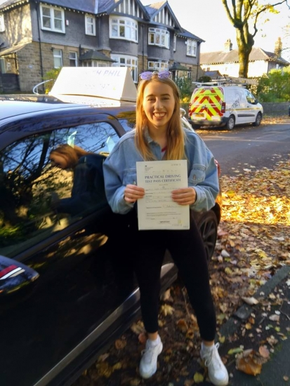 A great start to Monday morning as huge congratulations go to Anna, who passed her driving test with only 6 faults. A great drive, well done. It´s been an absolute pleasure taking you for lessons. Enjoy your independence and stay safe 😊🎉