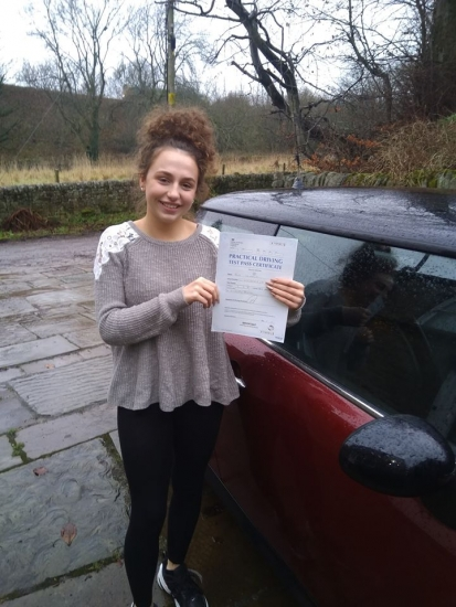 Huge congratulations go to Eve, who passed her test today in Buxton at the first attempt and with only 2 driver faults. She joins the exclusive club of passing both theory and driving tests first time. It´s been an absolute pleasure taking you for lessons, enjoy your independence and stay safe 😊