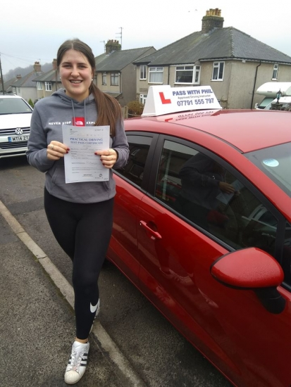 Huge congratulations go to Hannah who passed her driving test today in Buxton at the first attempt and with only 5 driver faults. She joins the exclusive club of passing both theory and driving tests first time. It´s been an absolute pleasure taking you for lessons, enjoy your independence and stay safe 😊