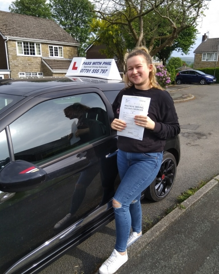 Huge congratulations to Megan who passed her test today in Buxton. A tough drive with all the tarmacing, road works and temporary traffic lights, but you nailed it. It´s been an absolute pleasure taking you for lessons, enjoy your independence and stay safe 😊
