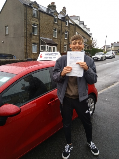 Huge congratulations go to Sean, who passed his driving test this morning with only 3 driver faults. Great drive fella, well done. It´s been an absolute pleasure taking you for lessons. Enjoy your independence and stay safe 😊👍