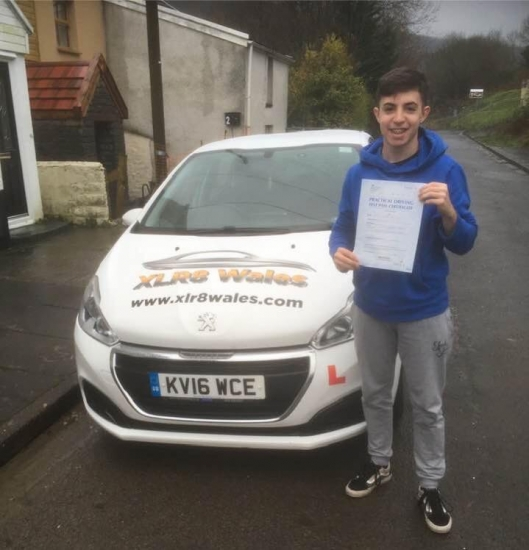 11.12.19 - Congratulations to Dafydd Jones on passing his driving test 1st time today in merthyr tydfil with our Peter 🚦🚗�
