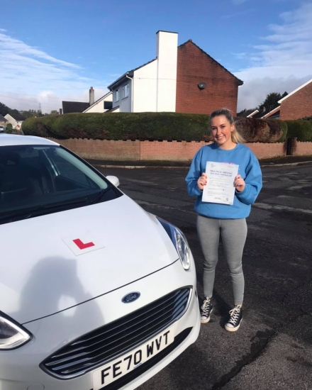 Congratulations to Emily Lewis on passing her driving test today, 1st time in Abergavenny with Ali. Muchos proud 🥰🥰 🚗🚦 drive safe kiddo 😊😊