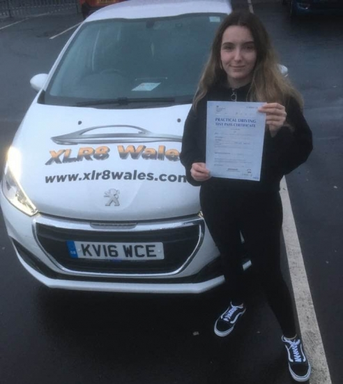 12.12.19 - Congratulations to Eve Southwick on passing her driving test today 1st time after completing a semi intensive course with our Peter 🚗🚦�