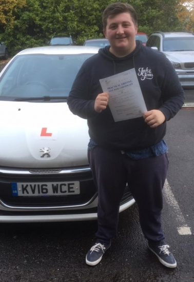 6/11/18 - Congratulations to Luke Morgan on passing his driving test today in Merthyr Tydfil with our Peter 🚦🚗�